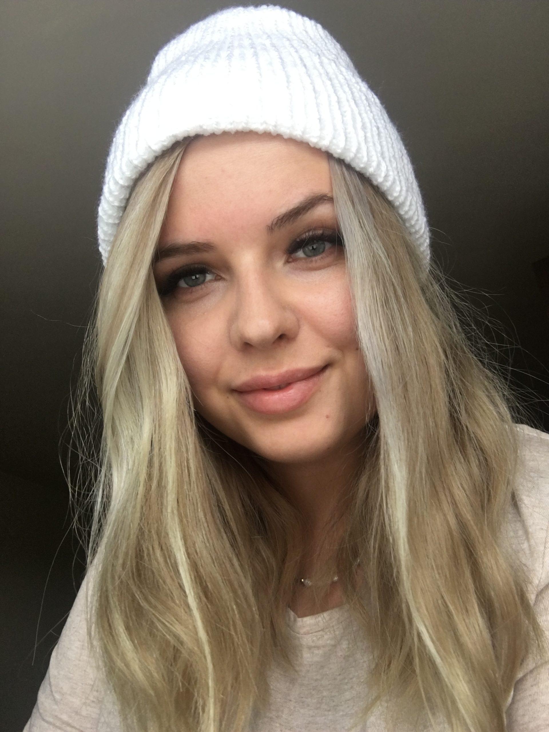 Ciepła czapka na jesień/zimę biała handmade