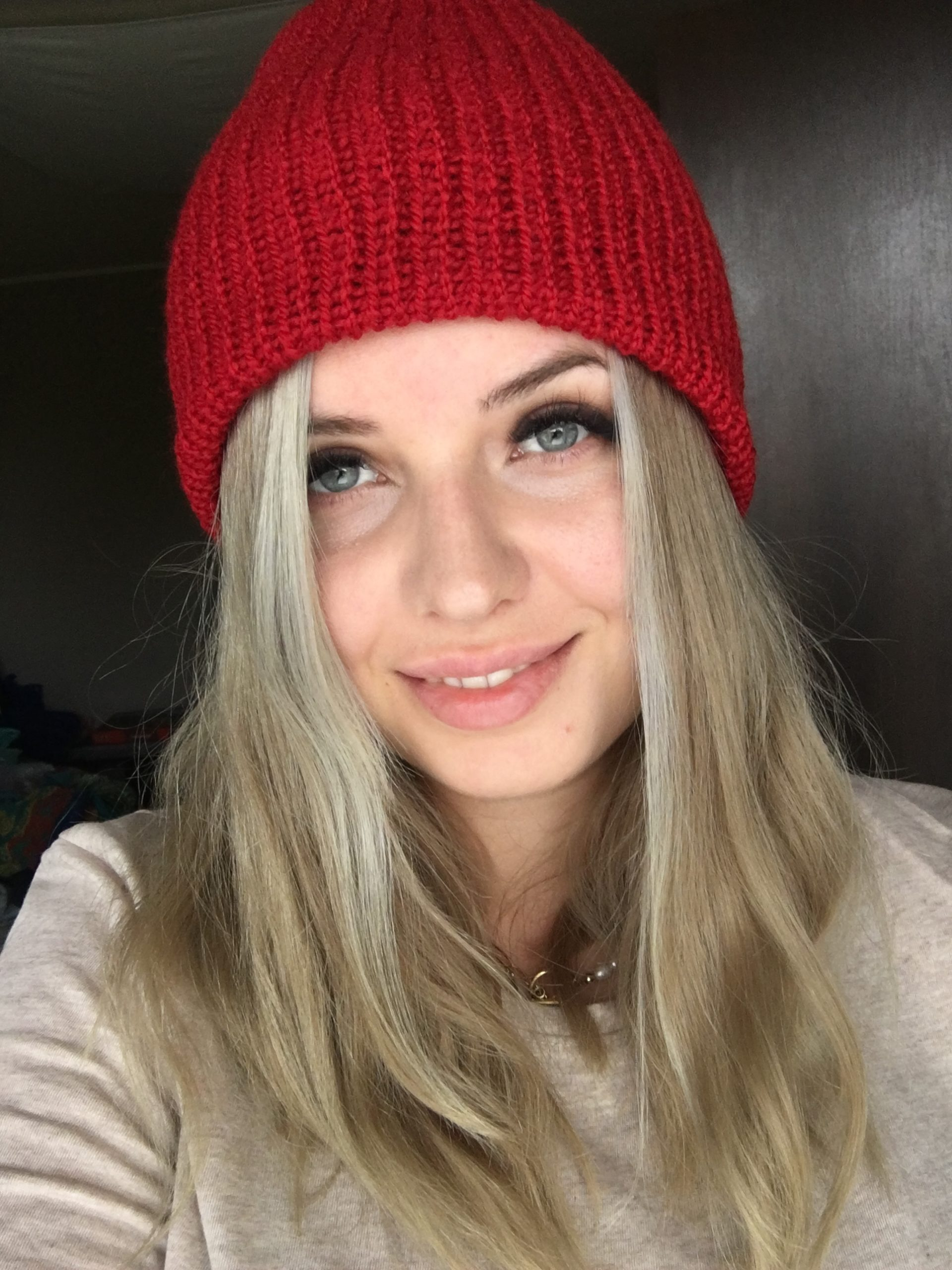 Ciepła czapka na jesień/zimę czerwona handmade