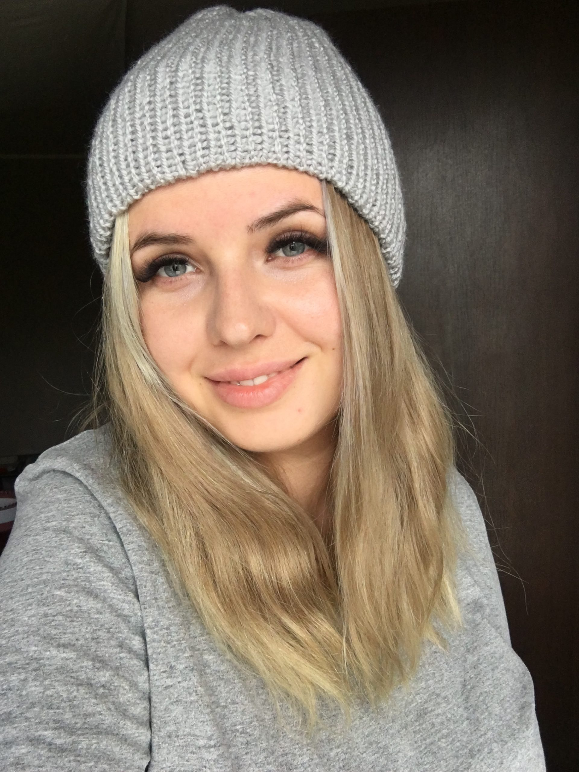 Ciepła czapka na jesień/zimę jasno szara handmade